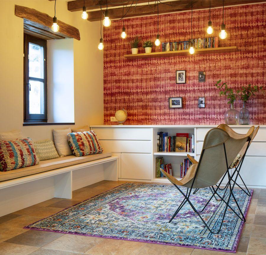 Salón con papel pintado