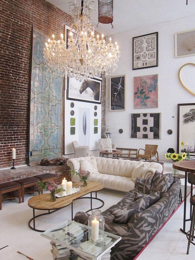 Foto sal n con pared con cuadros de marta 889934 for Cuadros decoracion zaragoza