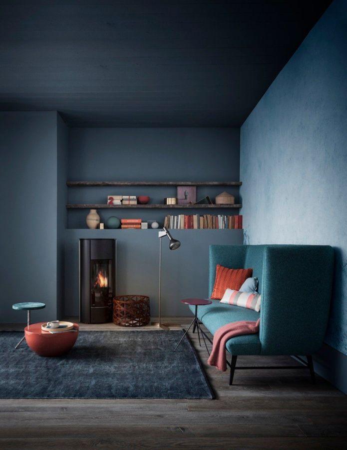 Salón con paredes pintadas en azul