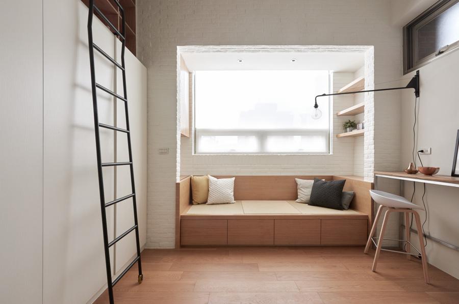 Salón con pavimento de madera