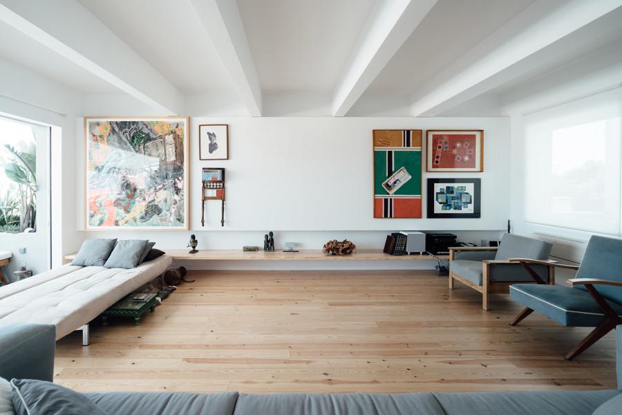 Salón con pavimento de parquet