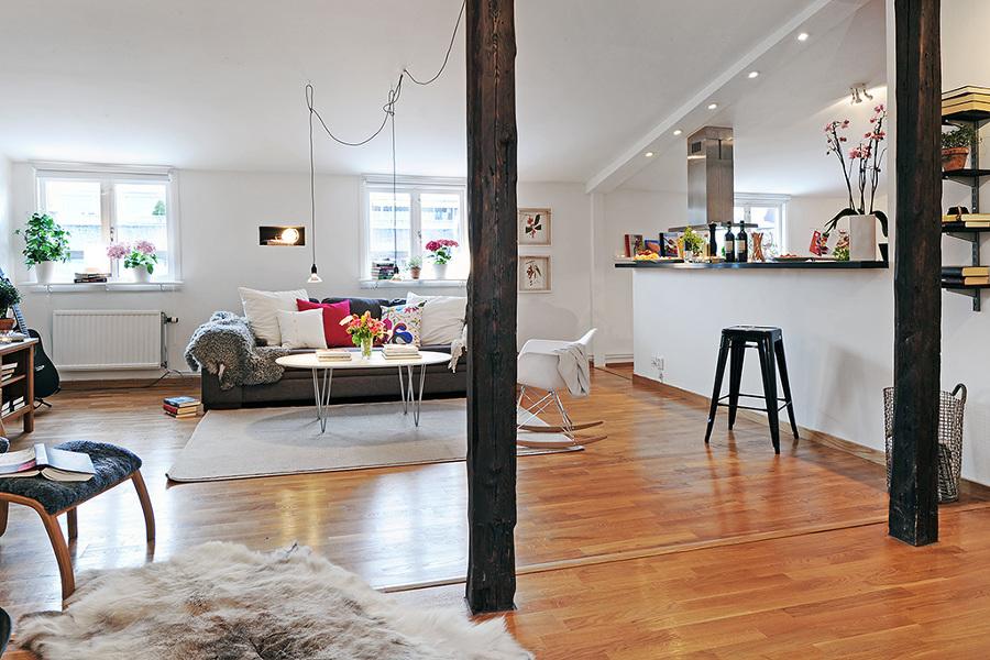 salón con pilares de madera
