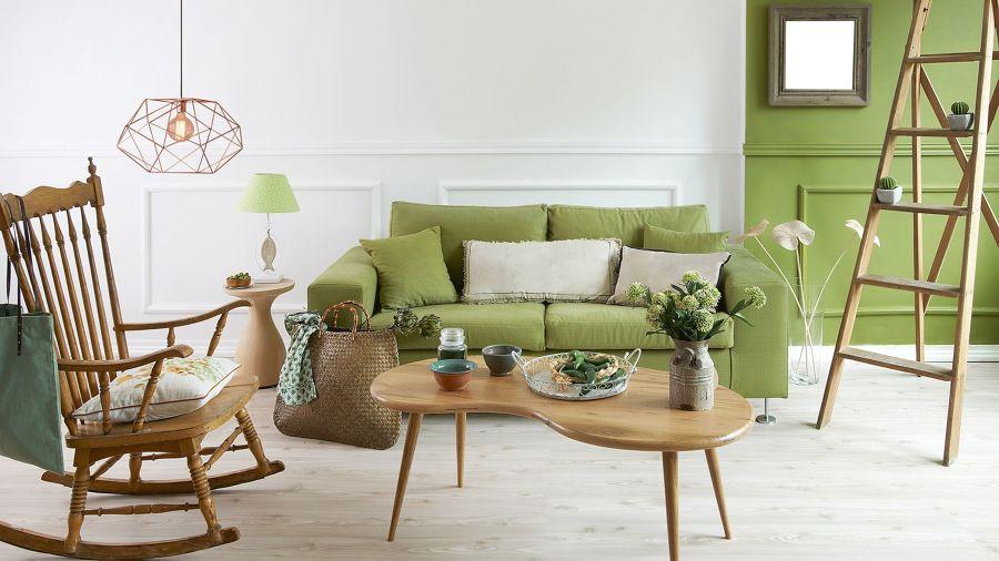 Salón con sofá en verde
