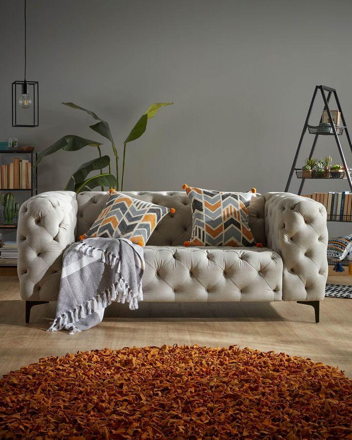 Salón con sofá Maisha en gris claro