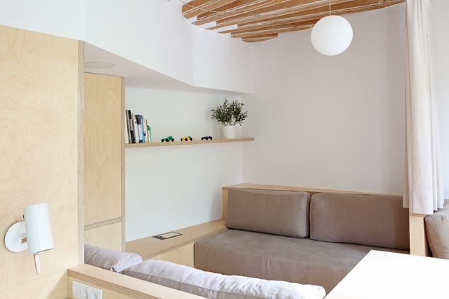 salón con sofá reversible