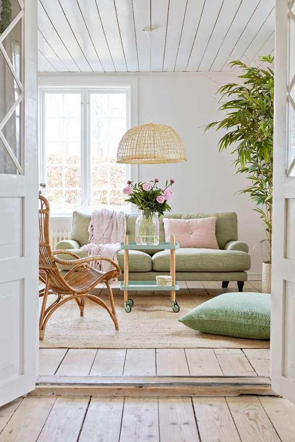 Foto sal n con sof y cojines en tonos pastel de marta for Cream valencia fotos