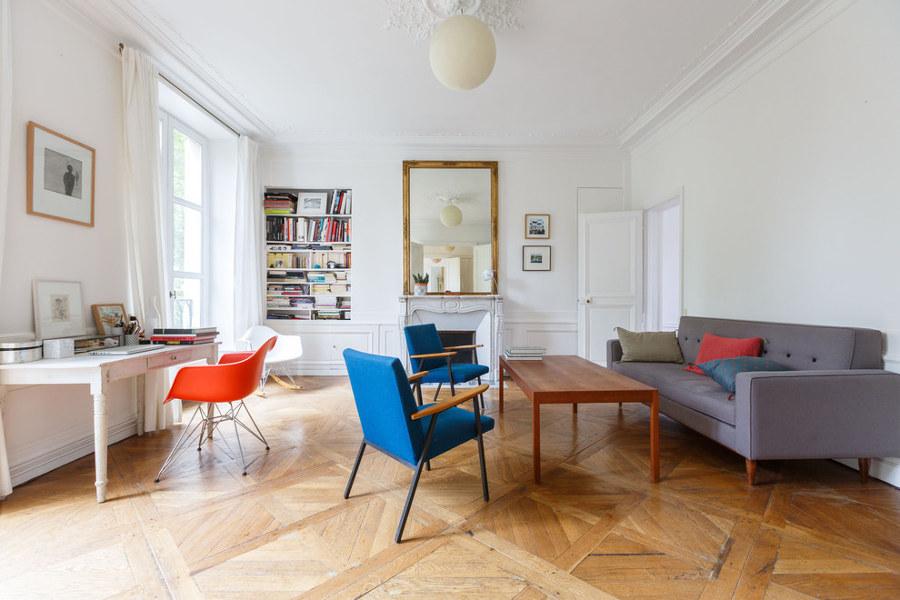 Salón con suelo de parquet