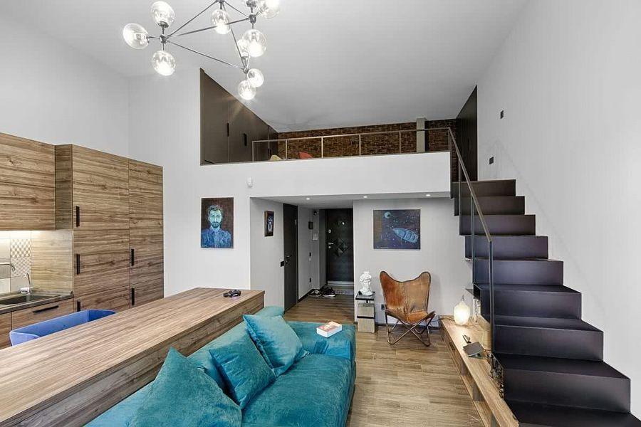 Salón con techo a altillo