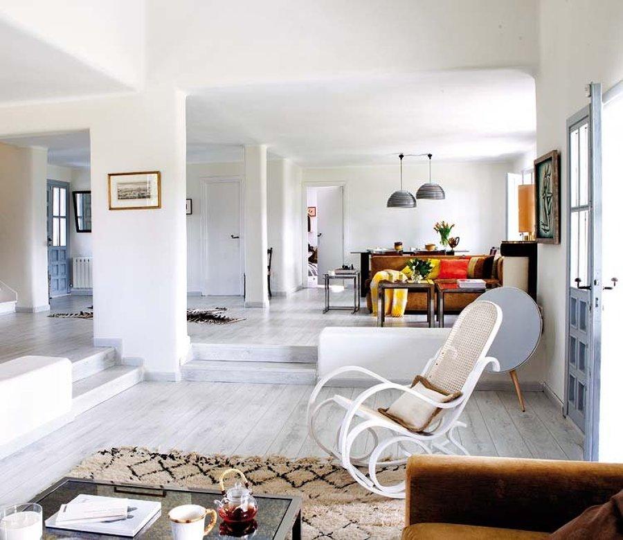 salón con techo bajo
