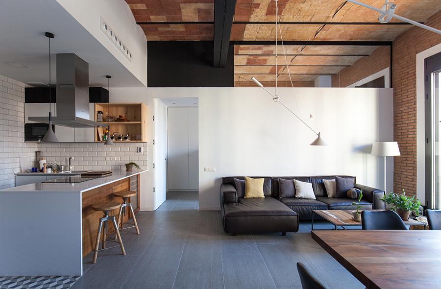 salón con techo de cerámica
