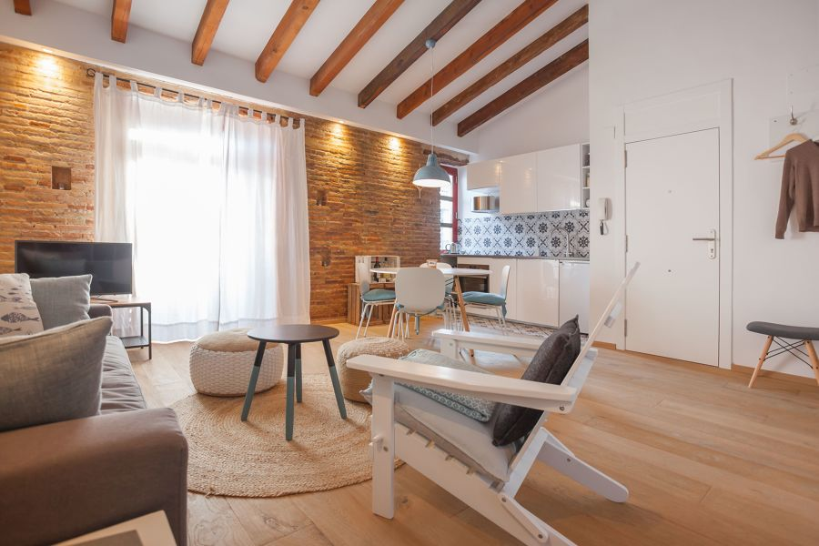 Salón con vigas de madera