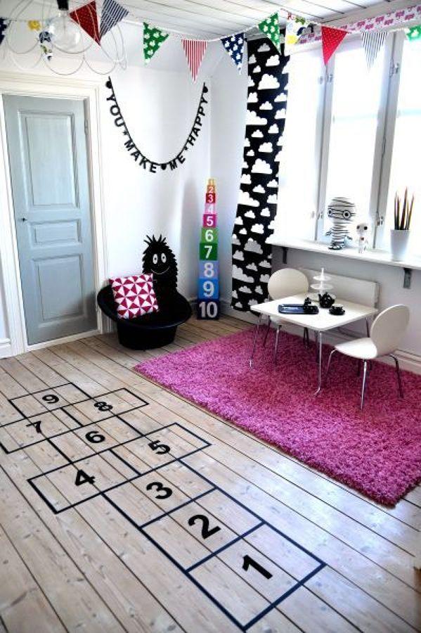Salón con zona infantil de estilo nórdico
