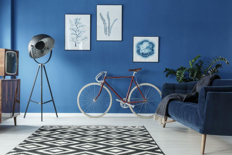 Salón decorado con bicicleta