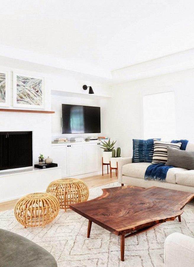 Salón en blanco y textiles azul