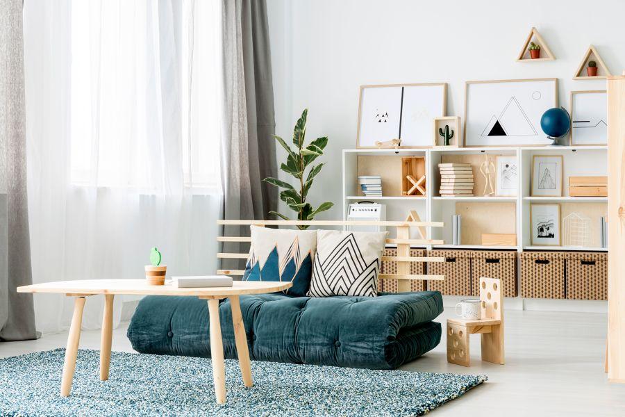 Salon estilo nórdico con alfombra