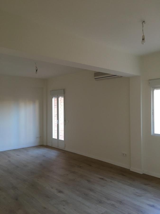 Salón, laminado, pintura, ventanas