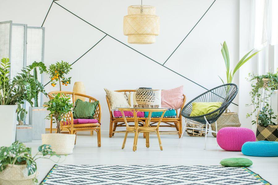 salón lleno de textiles fluor y plantas