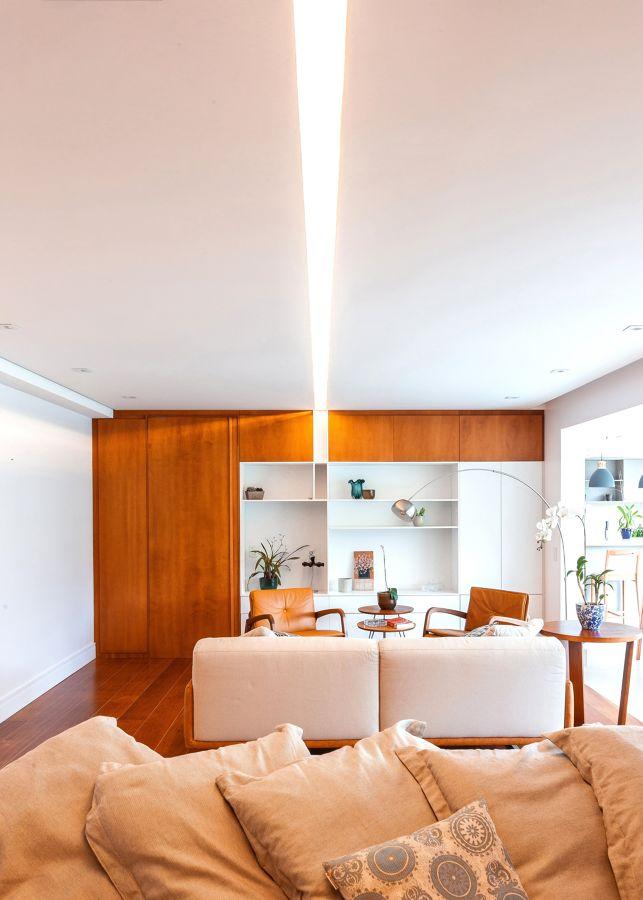 Salón moderno con lámpara