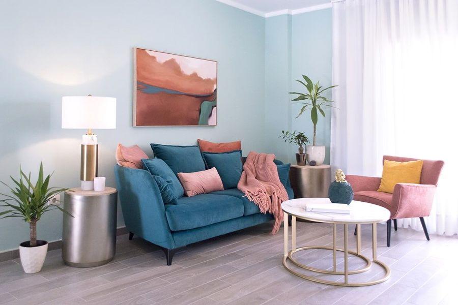 salón pintado en azul cielo