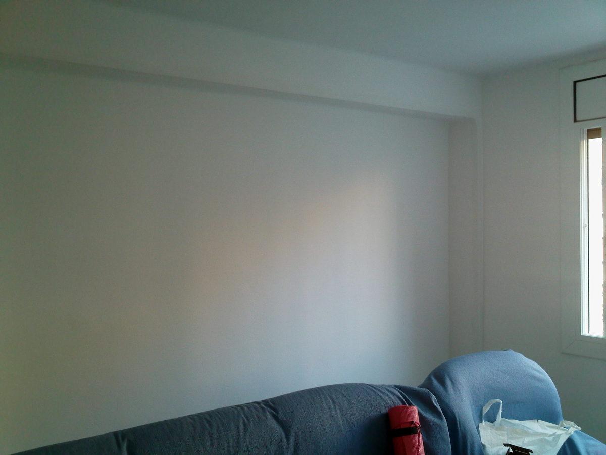 Salón sin gotelé y paredes lisas con micro capa