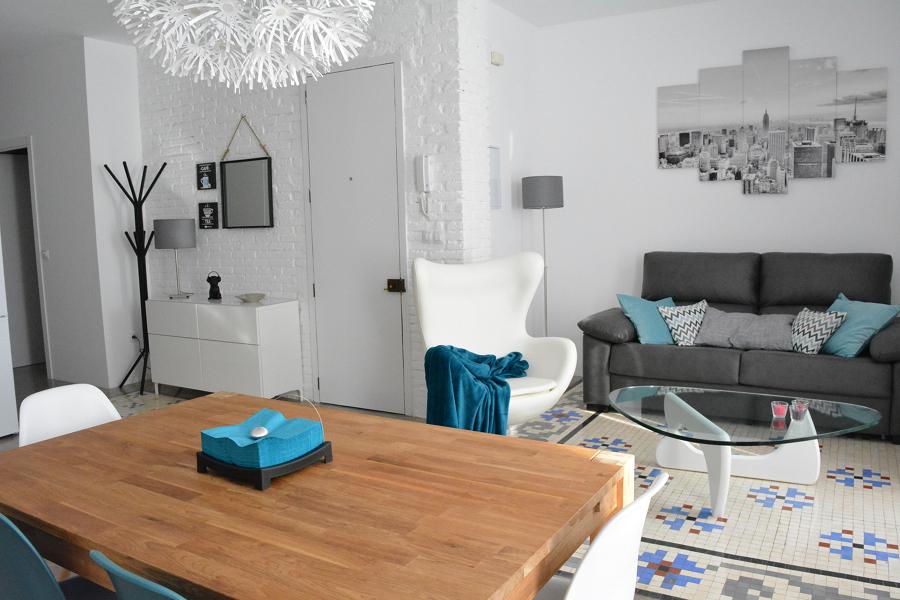 Salón suelo azulejos