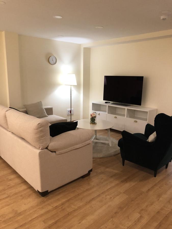 Salón tomas de televisión luz ambiente relax