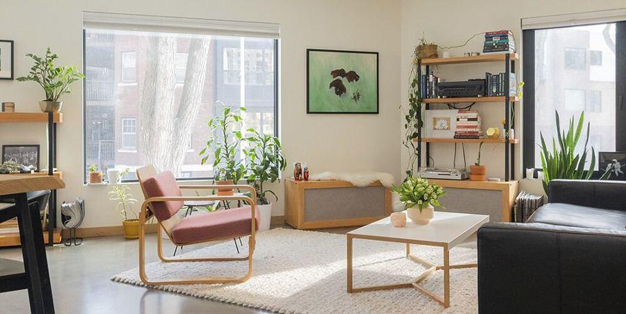 Salón urbano con plantas