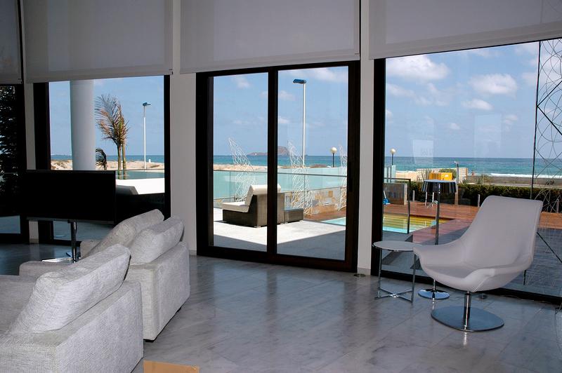 Salón. Vista hacia la terraza.