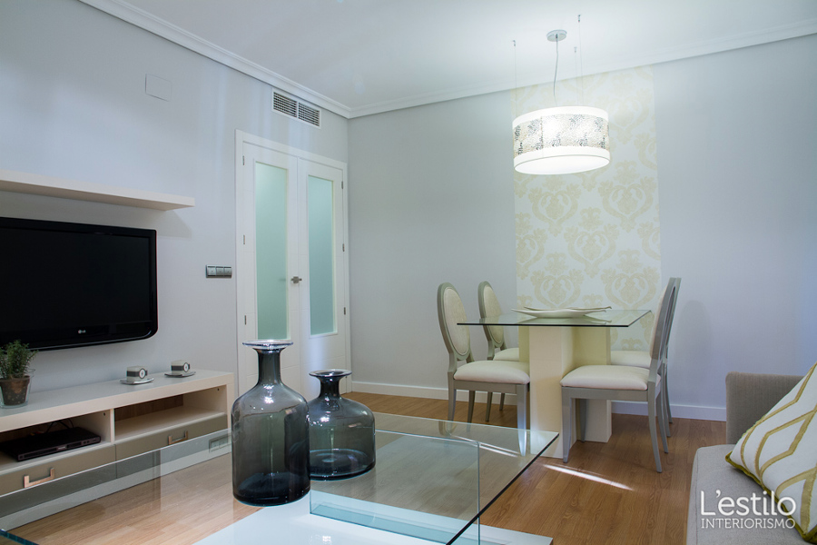 Foto sal n zona de comedor de l 39 estilo interiorismo - Interiorismo salon comedor ...