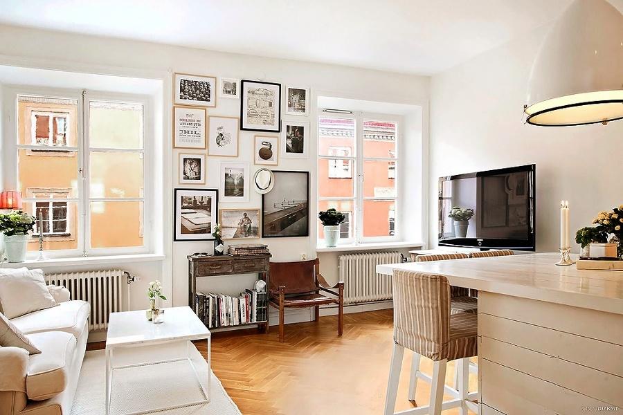 Salón con fotografías en la pared