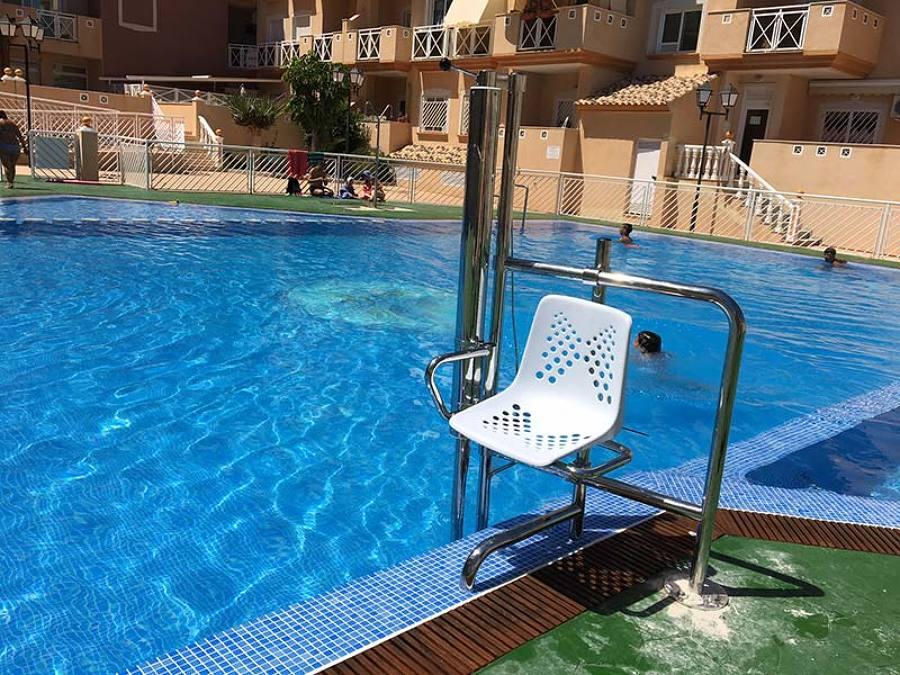 salvaescaleras para piscina