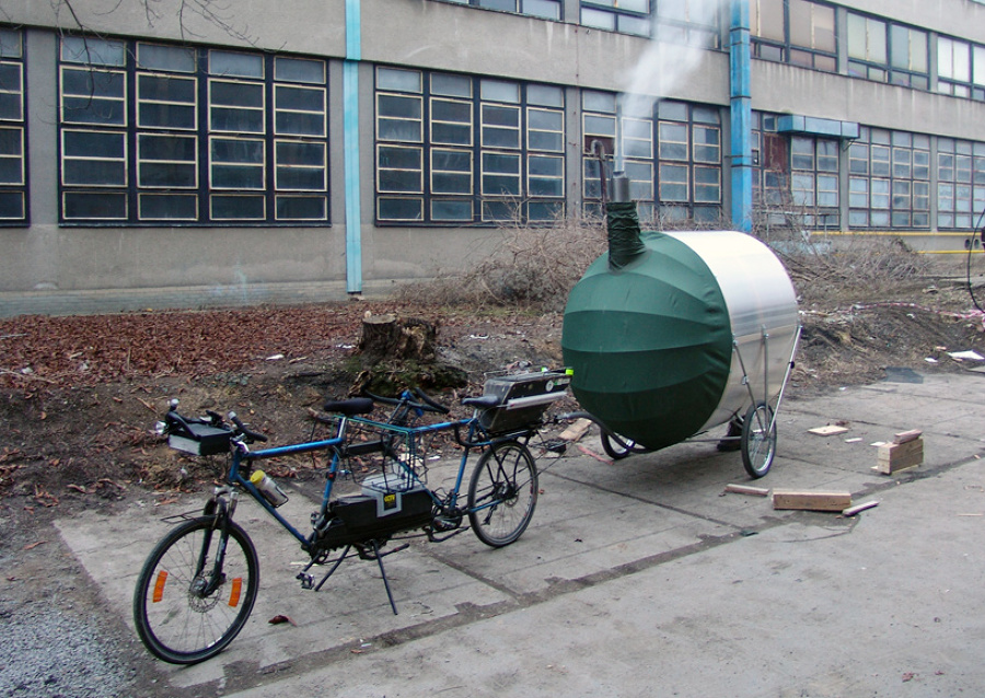 Sauna-transportable-en-una-bici