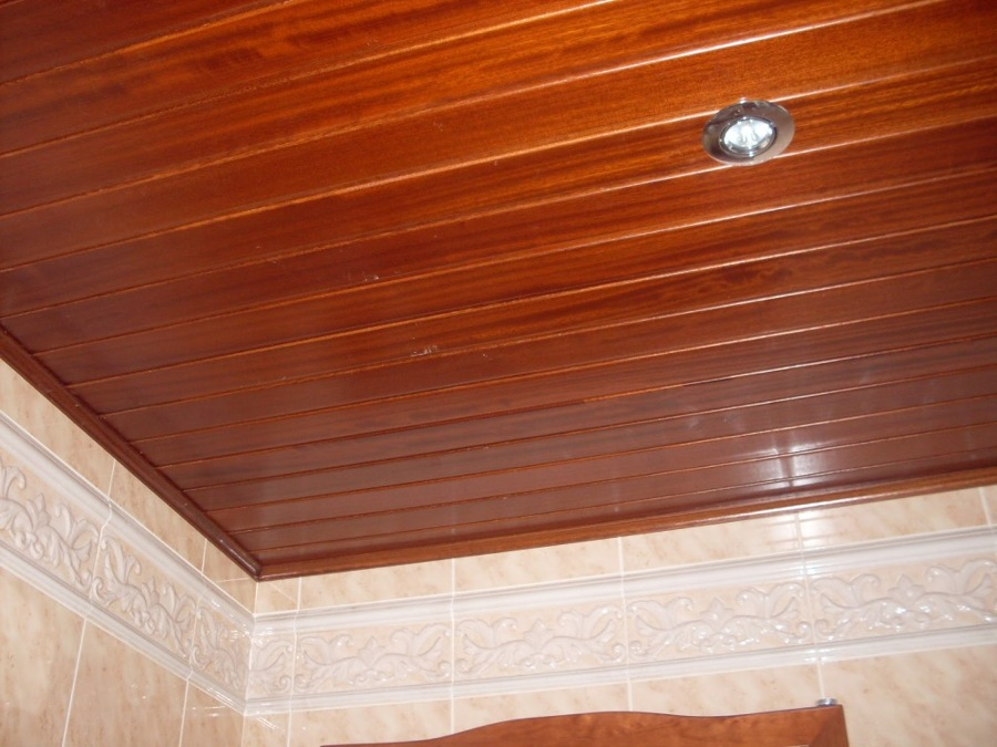 C mo coloca los frisos en el techo de la cocina ideas for Friso pvc precios
