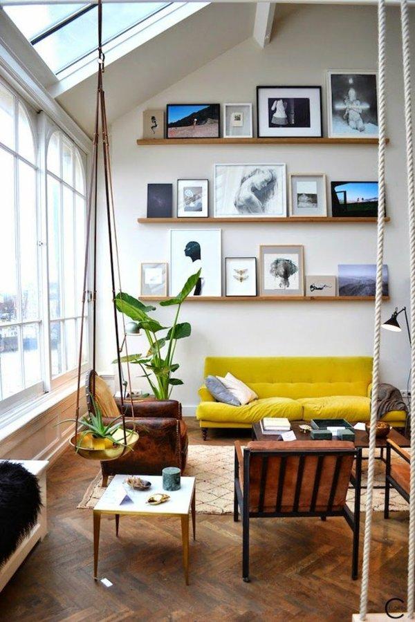 sofá amarillo en casa moderna