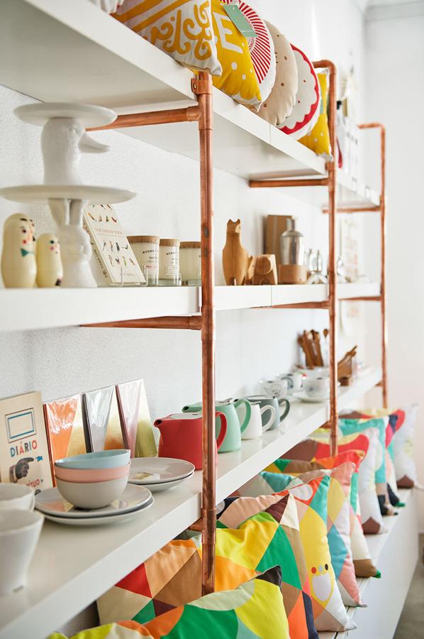 estantería hecha con cobre
