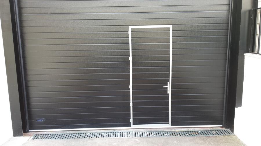 Seccional con portico insertado