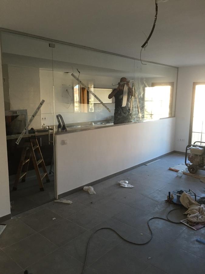 Foto separacion de cocina comedor con vidrio templado 10 - Vidrio templado cocina ...