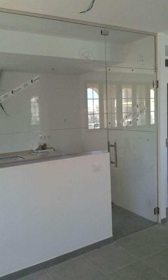 Separaci n de cocina comedor con vidrio templado 10 mm en - Cristal templado cocina precio ...