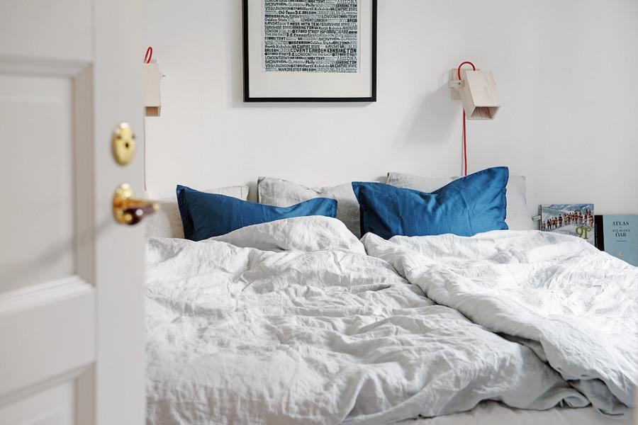 cama en tonos blancos