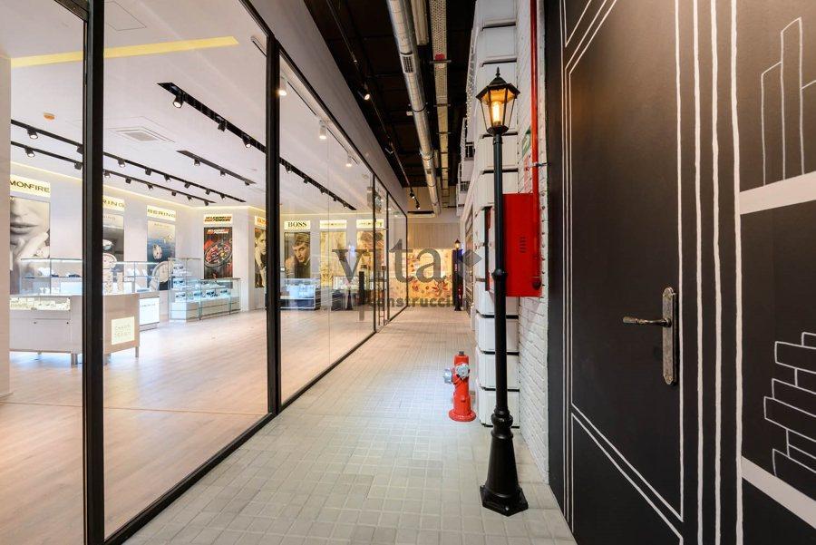Showroom recreando una calle de Londres
