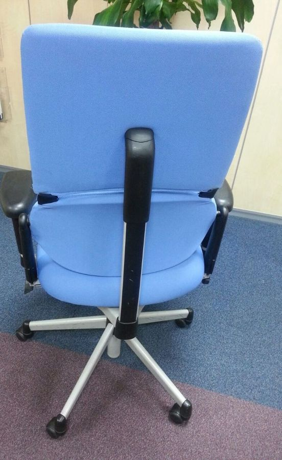 Foto silla ordenador de tapicero y punto 649170 for Sillas de ordenador