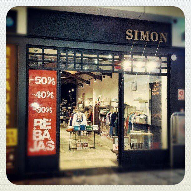 Simón Store, CC. Serrallo Plaza Granada.