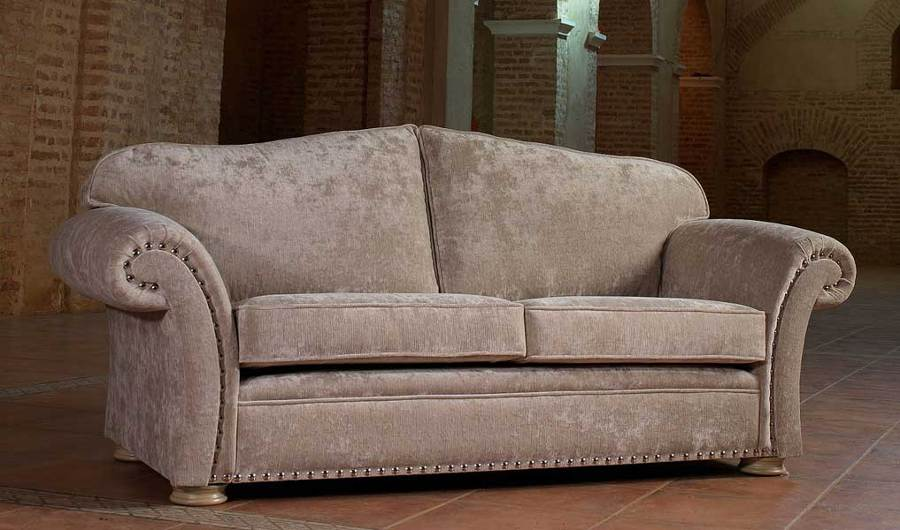 Foto sofa tachuelas de tapiceros nuovo divano 980693 for Sofa clasico ingles