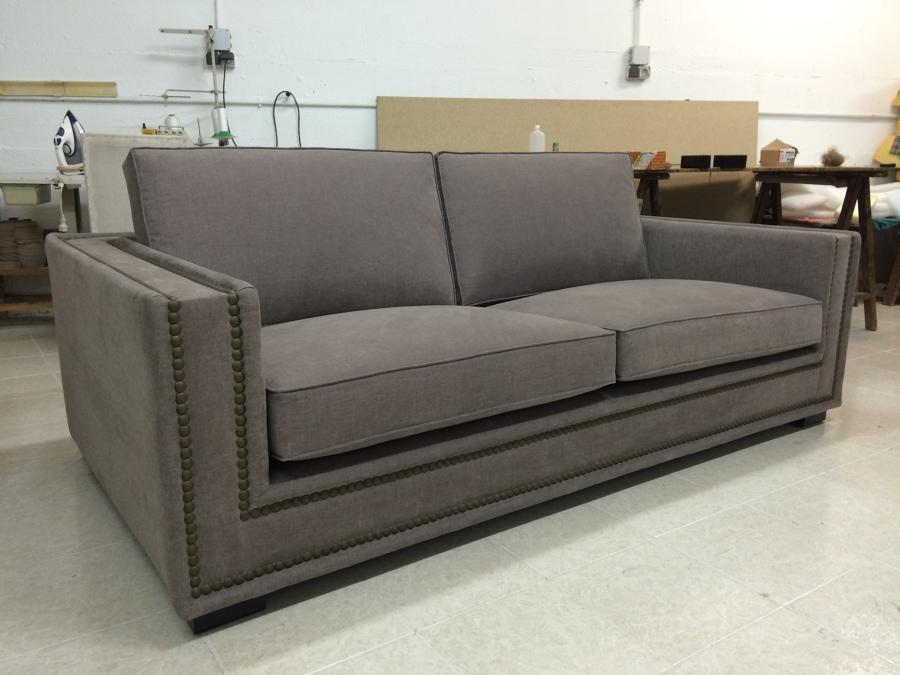 Foto sofa tachuelas bronce de arque tapiceros artesanos s l 1101511 habitissimo - Sofa dos plazas ...