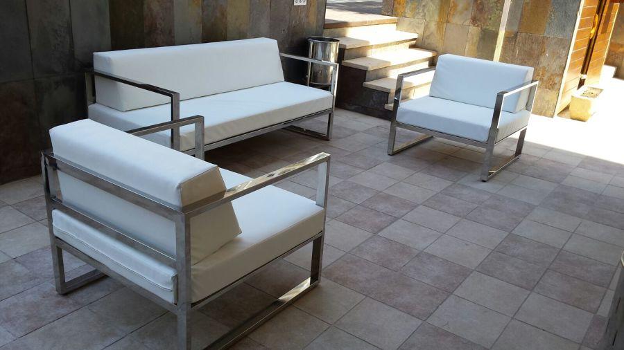 sofás a medida de acero inox marino con cojines de piel náutica