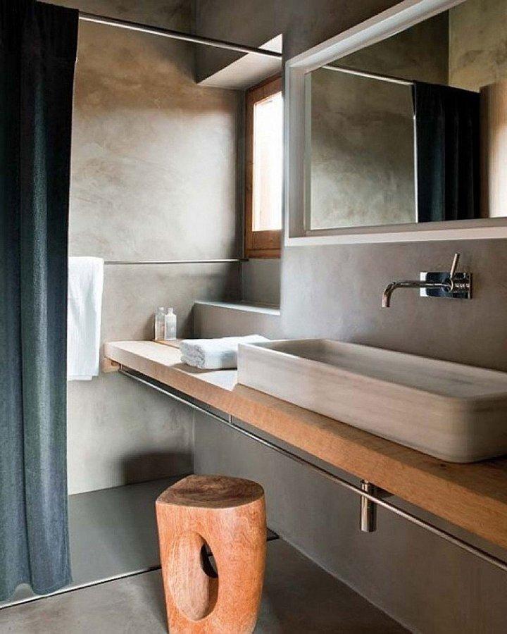 baño de cemento en suelo y paredes