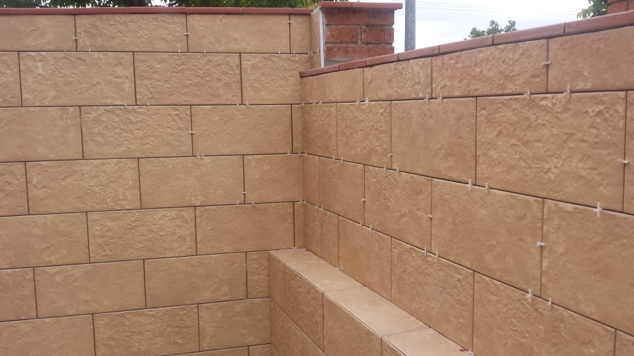 Foto solados y alicatados moya s l muro patio de - Azulejos para patio ...