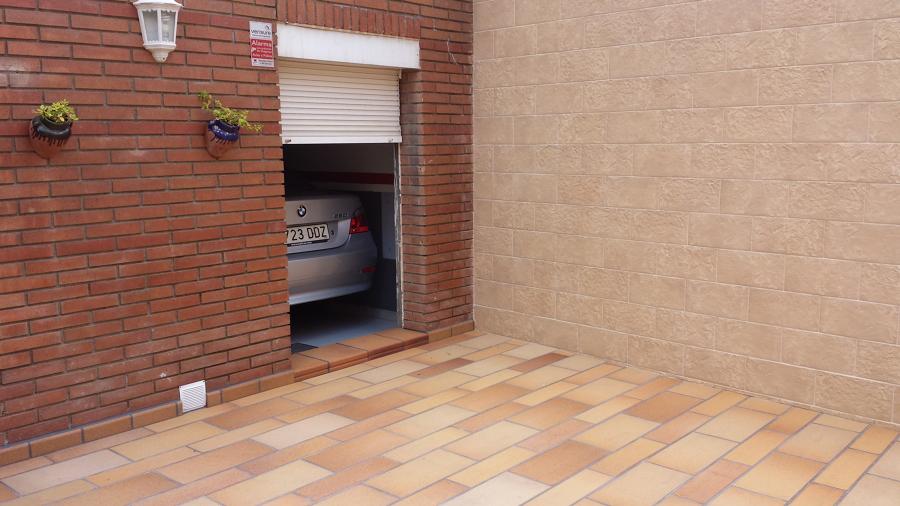 Foto solados y alicatados moya s l patio interior de - Azulejos para patio ...