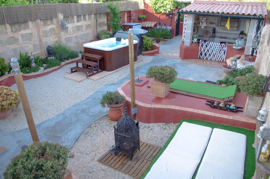 Spa AS-007 en Mallorca. Faldón tipo: Dark walnut wooden skirt