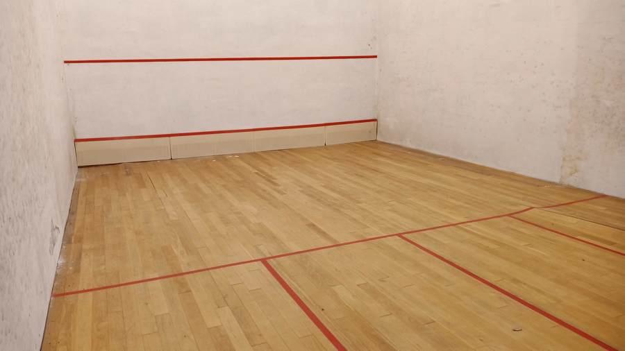 Squash madera roble dañado 1